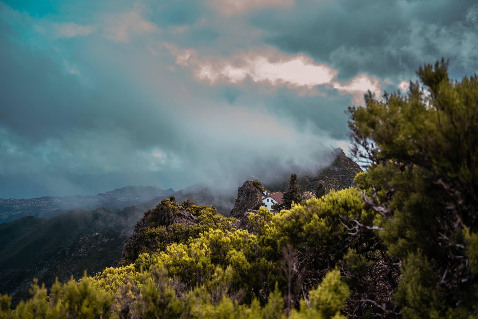 PR1 Pico Do Arieiro to Pico Ruivo hike